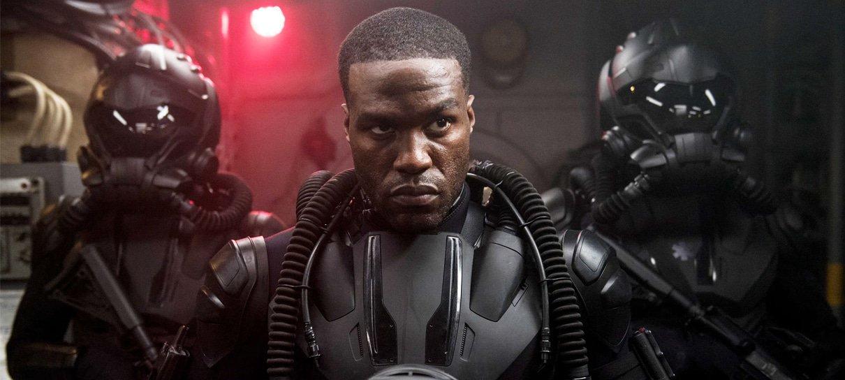 """Yahya Abdul-Mateen II elogia roteiro de Aquaman 2 e diz que Matrix 4 é """"ambicioso"""""""