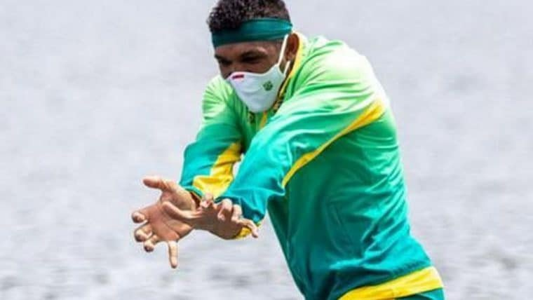 Brasileiro conquista medalha de ouro e comemora com gesto de Aquaman e um Kamehameha
