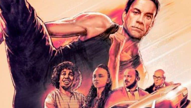 Van Damme ensina fãs brasileiros a fazerem um espacate