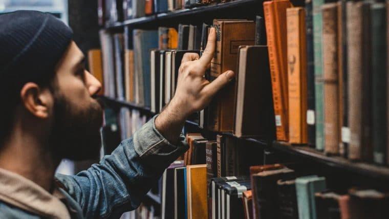 Diversifique a sua biblioteca com 10 livros de ficção nacional