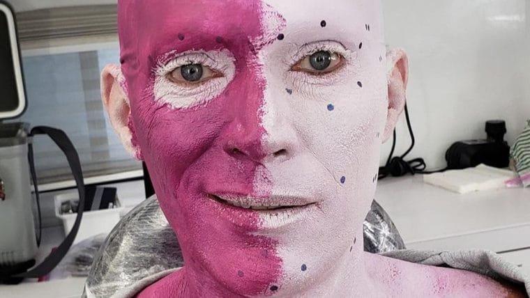 Paul Bettany revela diferentes faces do Visão em fotos dos bastidores de WandaVision
