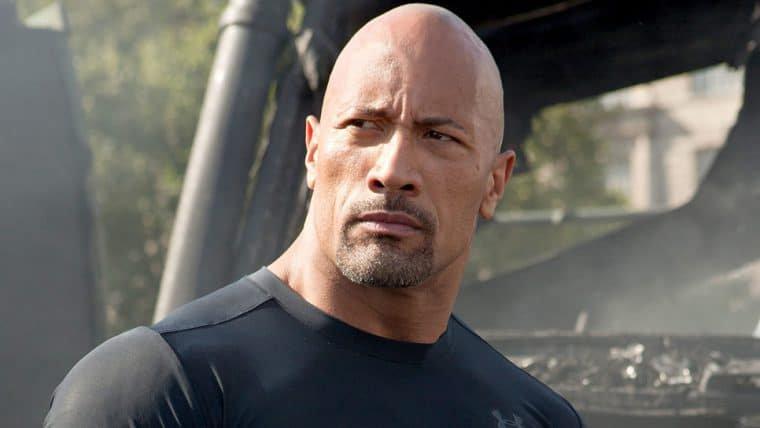 The Rock fica impressionado com foto de policial que é igualzinho a ele