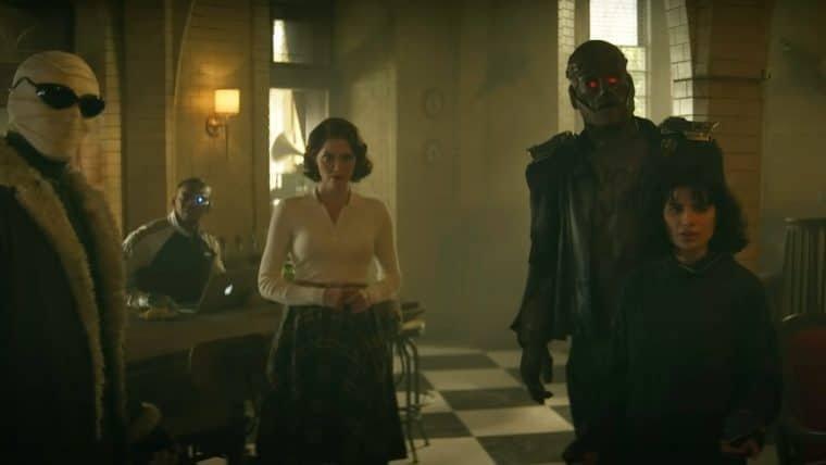 Nova temporada de Doom Patrol ganha trailer insano com viagem no tempo e novos inimigos