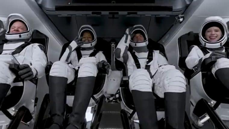 Missão da SpaceX tripulada totalmente por civis é lançada com sucesso