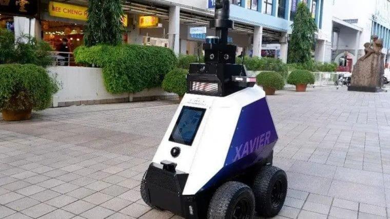 Robô em Singapura vai monitorar e denunciar mau comportamento