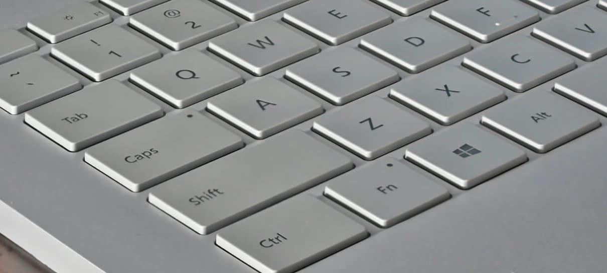 Teclado de notebook é um dos itens da lista de como limpar o seu teclado no NerdBunker