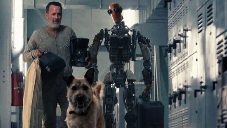 Tom Hanks explora um mundo pós apocalíptico ao lado de um robô em pôster de Finch