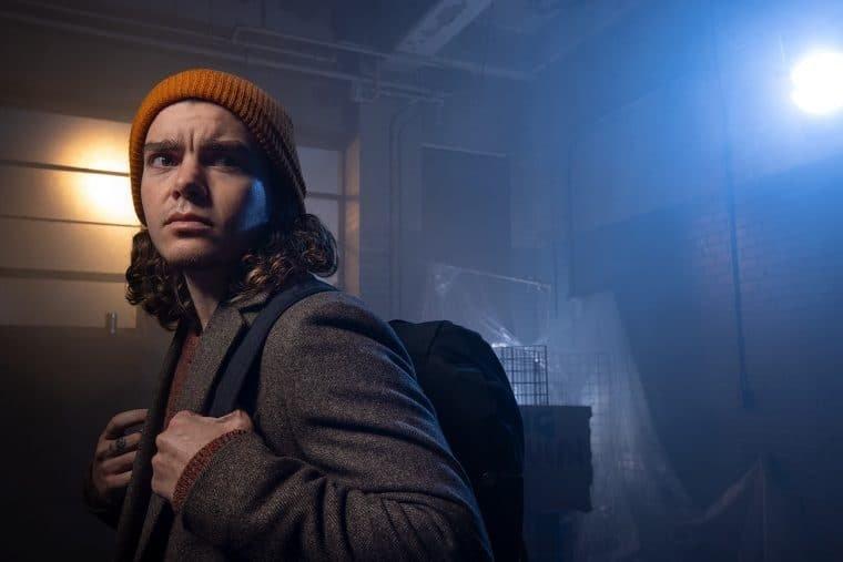 Elliot Fletcher em Y: The Last Man (Divulgação)