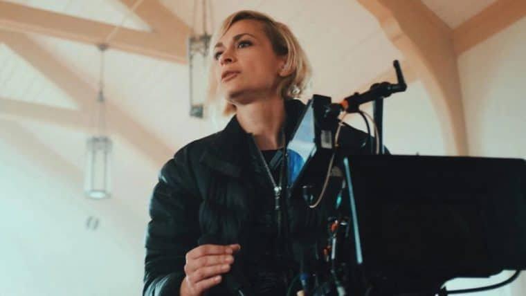 Após morte de Halyna Hutchins, petição pede o banimento de armas em sets de filmagens