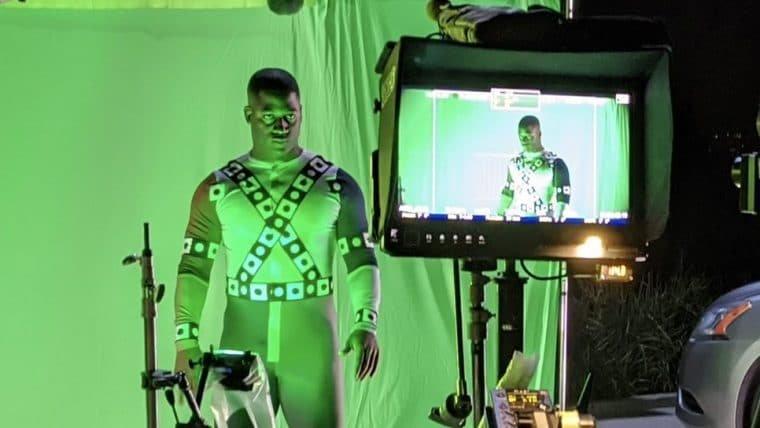 Wayne T. Carr revela nova foto como Lanterna Verde nos bastidores do Snyder Cut