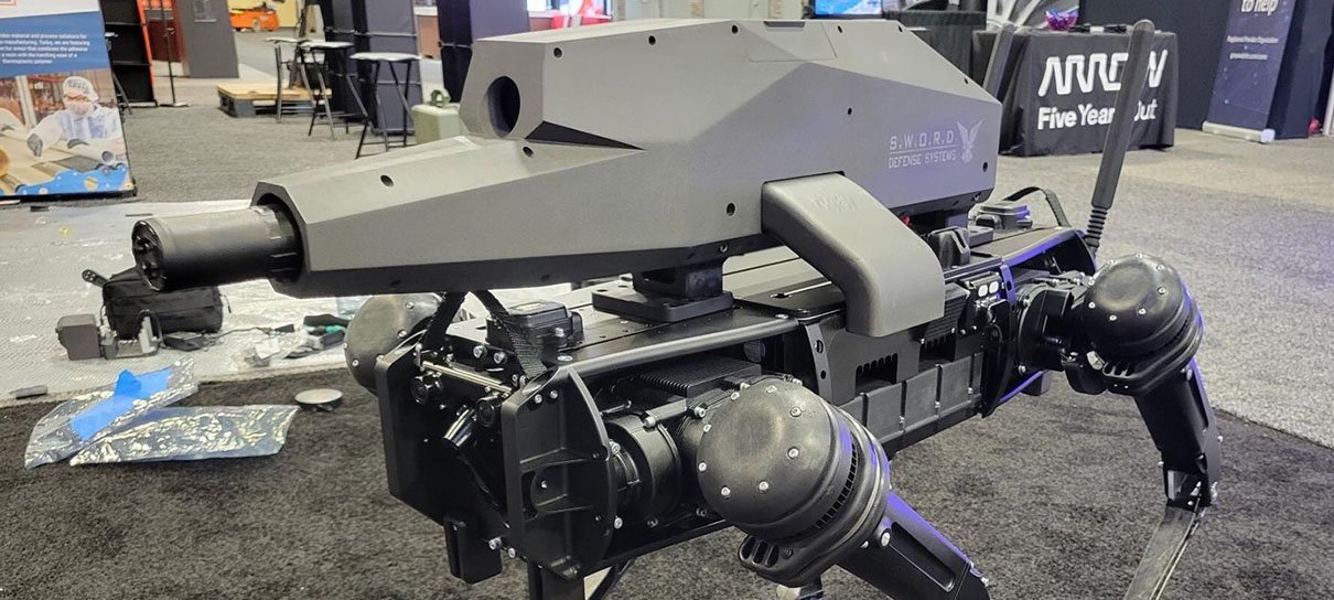 """Empresa coloca arma em um """"cachorro robô"""""""