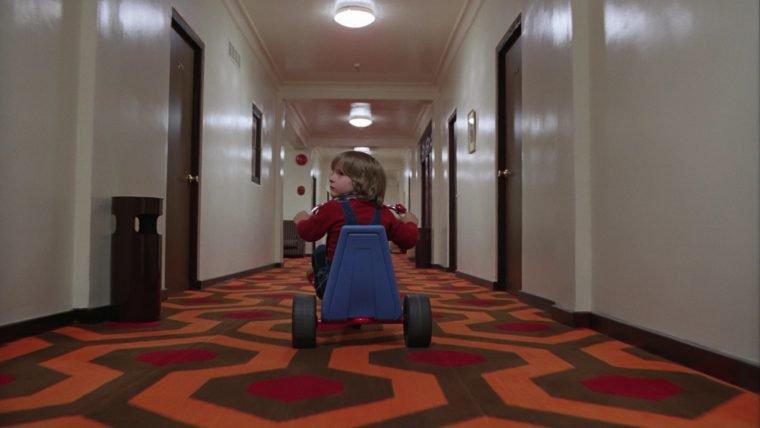 Passeie pelos cenários de Stanley Kubrick neste vídeo
