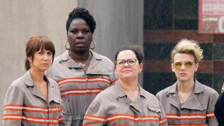 Novas fotos do set de Caça-Fantasmas mostram os uniformes e os veículos da equipe
