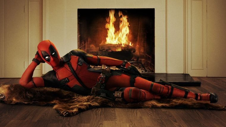 Deadpool parece ter aprendido palavrões novos para anunciar o painel da Fox na CCXP