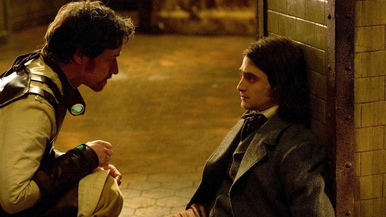 James McAvoy e Daniel Radcliffe são cientistas malucos no trailer de Victor Frankenstein