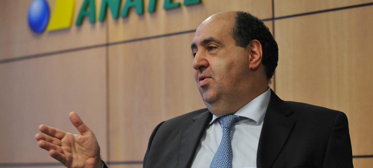 Presidente da Anatel usa jogos online em defesa do limite de internet