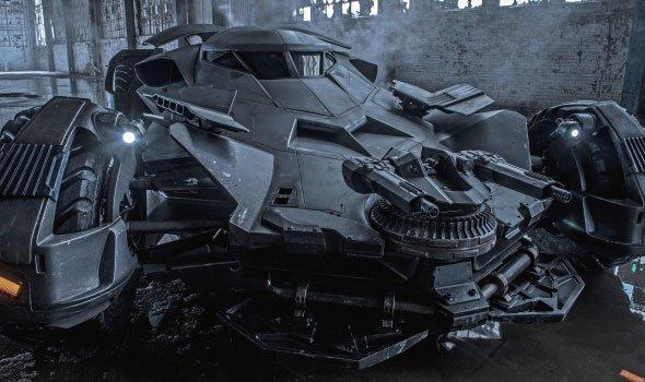 Batmóvel aparece no set de Esquadrão Suicida