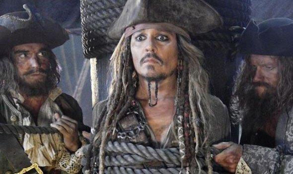 Primeira imagem de Johnny Depp em Piratas do Caribe 5