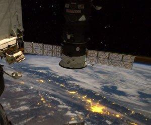 Emocione-se ao ver a Terra junto com a Estação Espacial Internacional