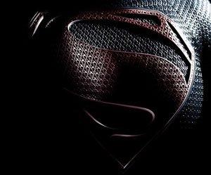 [SDCC 2012] DC: Clipe de Arrow, descrição de cena e pôster de Man of Steel