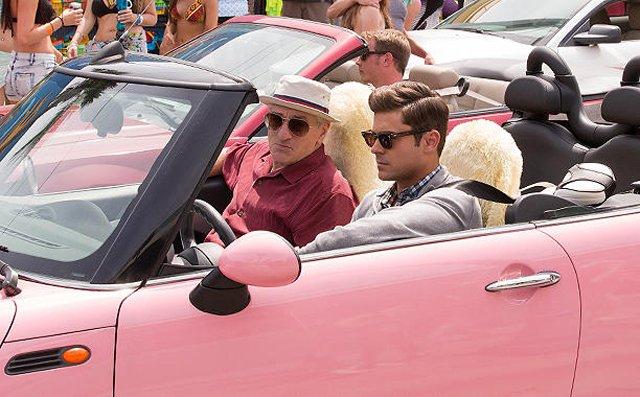 Trailer de Tirando o Atraso traz Zac Efron e Robert de Niro aproveitando a vida