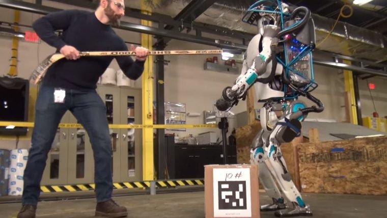 Boston Dynamics revela robô que sabe abrir portas e que se adapta ao terreno