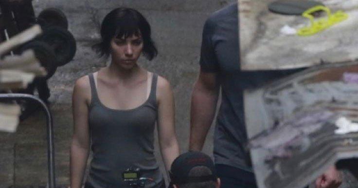 Scarlett Johansson aparece em fotos das filmagens de Ghost In The Shell