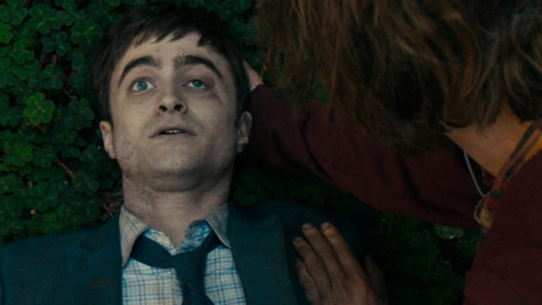 Daniel Radcliffe é um defunto flatulento no trailer de Swiss Army Man