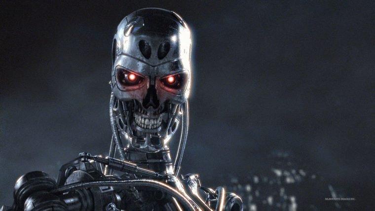 Jornalista tuíta acidente com robô, sem se dar conta de algo