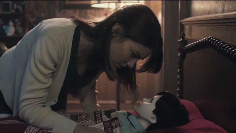 Uma babá encontra um desafio diferente no trailer de Boneco do Mal