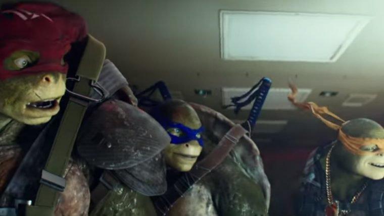 As Tartarugas Ninja não tem medo de altura nesta cena do filme